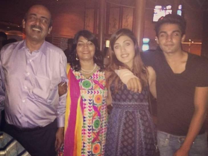 CBIની FIRમાં 6 લોકોના નામ છે, રિયા ચક્રવર્તી જ આ બધાને સુશાંતની નજીક લાવી હતી|બોલિવૂડ,Bollywood - Divya Bhaskar