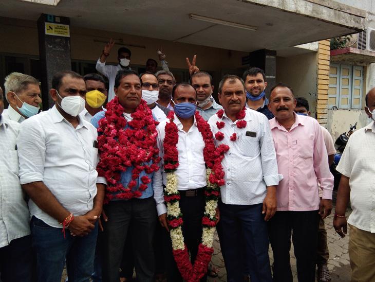 રાજપીપલા  APMC ના નવા ચેરમેન તરીકે જગદીશ પટેલ અને વાઇસ ચેરમેન તરીકે જયદેવસિંહ ગોહિલની વરણી. - Divya Bhaskar
