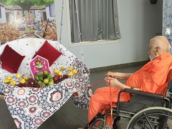 મણીનગરના શ્રી સ્વામિનારાયણ મંદિર-કુમકુમ દ્વારા જન્માષ્ટમી અને રામાનંદસ્વામીની જયંતિની ઓનલાઇન ઉજવણી|અમદાવાદ,Ahmedabad - Divya Bhaskar