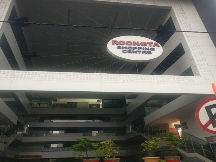 પોશ વિસ્તાર વેસુ-VIP રોડના સેક્સ રેકેટમાં 12ને દબોચ્યા, હજુ મસાજ પાર્લરના નામે 200થી વધુ ધમધમતા કૂટણખાના|સુરત,Surat - Divya Bhaskar