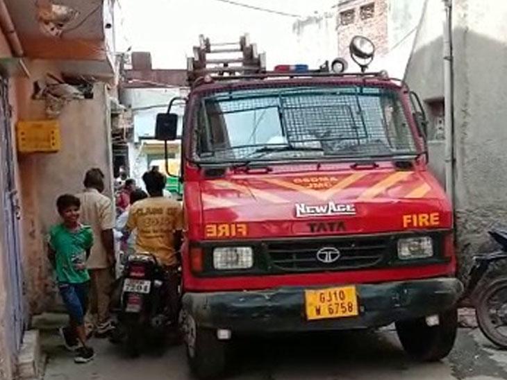 જામનગરના શંકરટેકરી વિસ્તારમાં આવેલા બંધ મકાનમાં આગ ભભૂકી, ફાયરબ્રિગેડ દોડ્યું જામનગર,Jamnagar - Divya Bhaskar