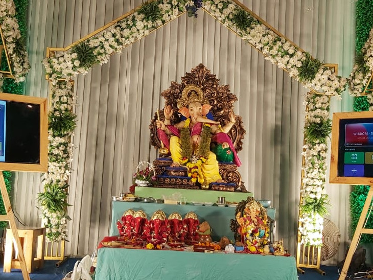 2019ના ટોપર ગણેશ મંડળોનો એક જ સૂર: દોઢ ફૂટની શ્રીજી પ્રતિમાની સ્થાપના અને મહામારી સામે સરકારના નિયમોનું પાલન એ જ એક સંકલ્પ સુરત,Surat - Divya Bhaskar