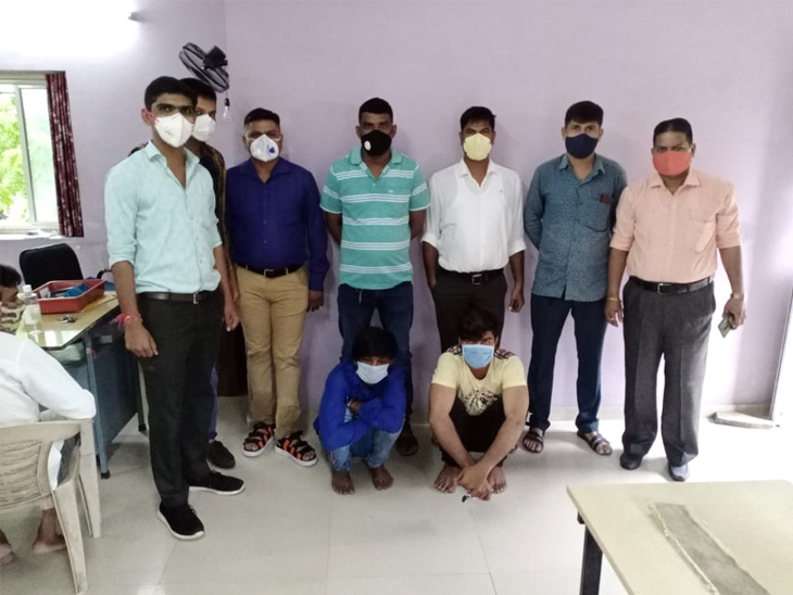 દરિયાપુર પોલીસે બાતમીને આધાકે રીક્ષા ચોરી કરતા 2 રીઢા આરોપીની ધરપકડ કરી, દીપુ નામના આરોપીએ 11 ગુના કર્યા હોવાનું ખૂલ્યું|અમદાવાદ,Ahmedabad - Divya Bhaskar