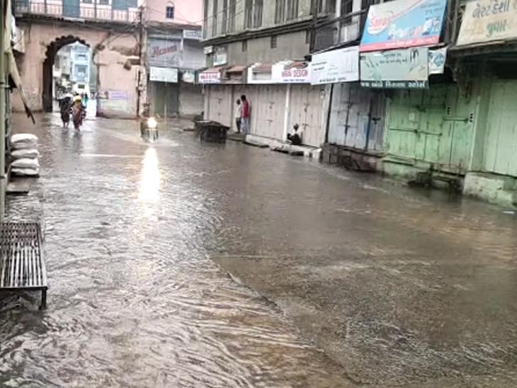 મહિસાગર: મોડીરાત્રે ઝરમર ઝરમર વરસ્યા બાદ વહેલી સવારે મન મૂકીને વરસ્યા મેઘરાજા