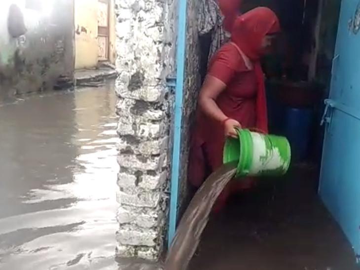 રામનાથપરાના નીચાણવાળા ઘરોમાં પાણી ભરાયા છે.