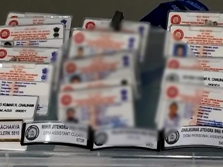 પોલીસે જપ્ત કરેલા કાર્ડ