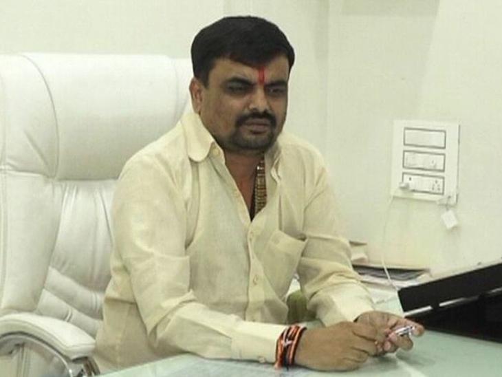 શૈલેષ ભટ્ટ બે કેસમાં સુપ્રિમ કોર્ટમાંથી નો કર્સ્યુવ ઓર્ડર લાવ્યો હતો. - Divya Bhaskar