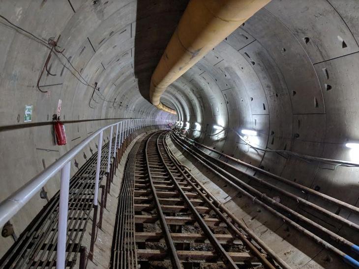 બુલેટ ટ્રેન અમદાવાદમાં સાબરમતીથી ગેરતપુર સુધી રેલવે ટ્રેકની બાજુમાંથી પસાર થશે. - Divya Bhaskar