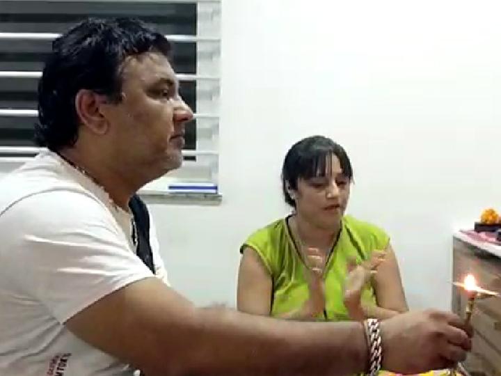 કિર્તિદાન ગઢવીએ પોતાના ઘરે જ ગણપતિજીની સ્થાપના કરી. - Divya Bhaskar