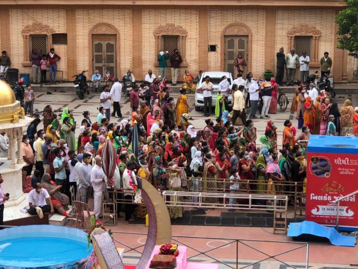 ગોપીનાથજી મંદિરમાં ભક્તોનો જમાવડો, નિયમોનો ભંગ