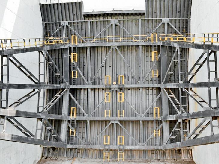 ડેમના પ્રવાહને રોકે છે 4500 હાથી જેટલા વજનના 30 દરવાજા