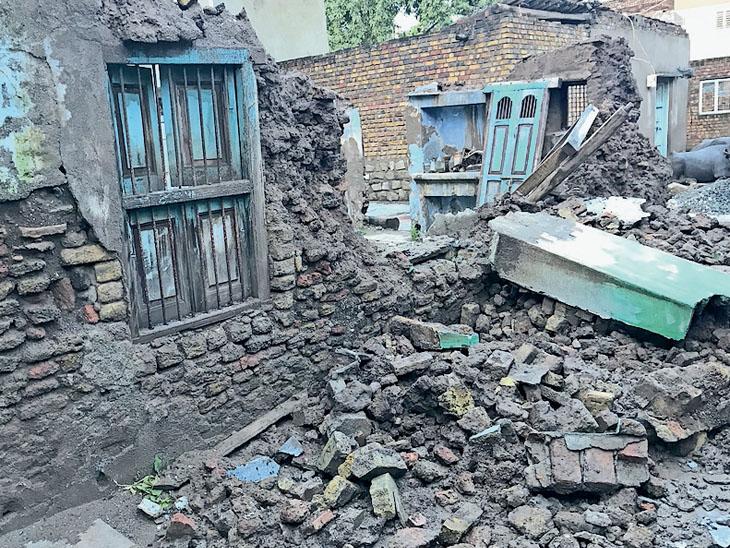 વલભીપુરમાં મકાનની દિવાલ ધરાશાયી - Divya Bhaskar