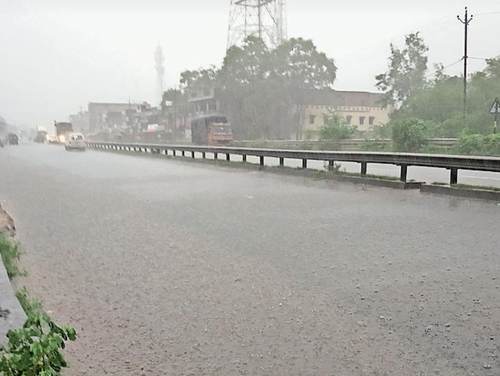 પંચમહાલમાં મેઘરાજા મનમુકીને વરસતા વરસાદથી માહોલ સર્જાયો હતો. - Divya Bhaskar
