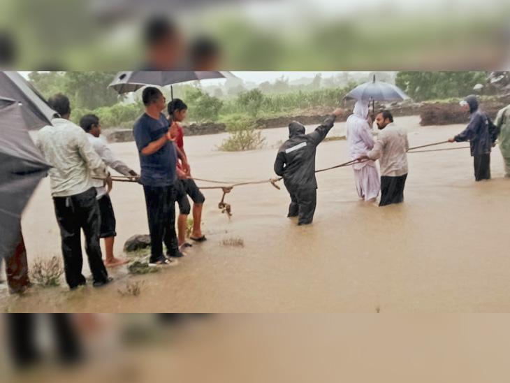નાના માંડવા ગામે છ વ્યક્તિને બચાવાયા. - Divya Bhaskar