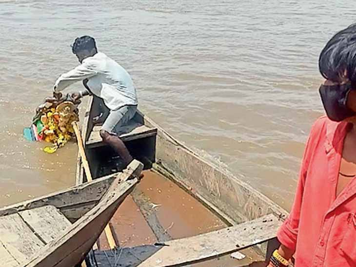 પાદરાના ભક્તોએ મહીસાગર નદીમાં ગણેશ વિસર્જન કર્યું|પાદરા,Padra - Divya Bhaskar