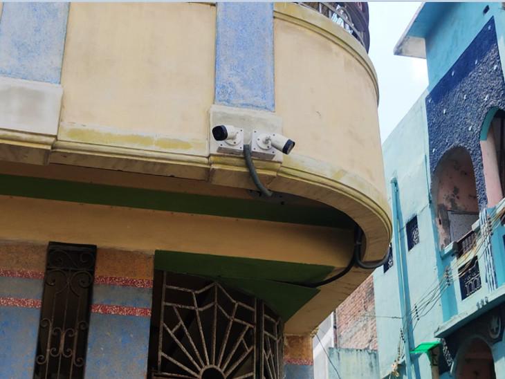 ઘરની બહાર લગાવેલા CCTV
