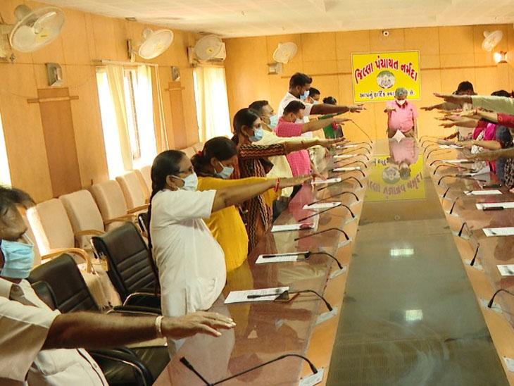 નર્મદાને કુપોષણ મુક્ત બનાવવા કર્મીઓના શપથ|અંકલેશ્વર,Ankleshwar - Divya Bhaskar