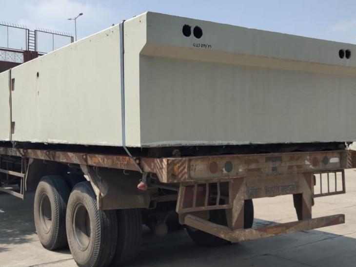20 ટન જેટલું વજન ધરાવતા છ બ્લોક સાબરમતી રિવરફ્રન્ટ ખાતે લાવવામાં આવ્યા