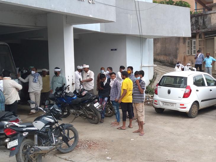 વિજયનગરના કોડિયાવાડાના જવાનના સ્કૂટરને ટ્રકે ટક્કર મારતાં જવાનનું મોત|વિજયનગર,Vijaynagar - Divya Bhaskar