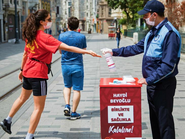 તુર્કીમાં કેસ વધતા સરકાર ચિંતિત છે. સરકારે કહ્યું કે અમુક સંગઠનો લોકડાઉનનો વિરોધ કરી રહ્યા છે.