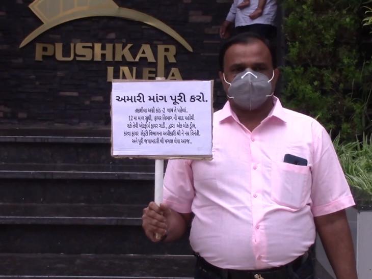 સુરતના મોટા વરાછામાં બાળક લિફ્ટમાં ફસાયા બાદ રહિશોએ કહ્યું કે, ફેસિલિટીના નામે બિલ્ડર દ્વારા છેતરપિંડી કરાઈ છે સુરત,Surat - Divya Bhaskar