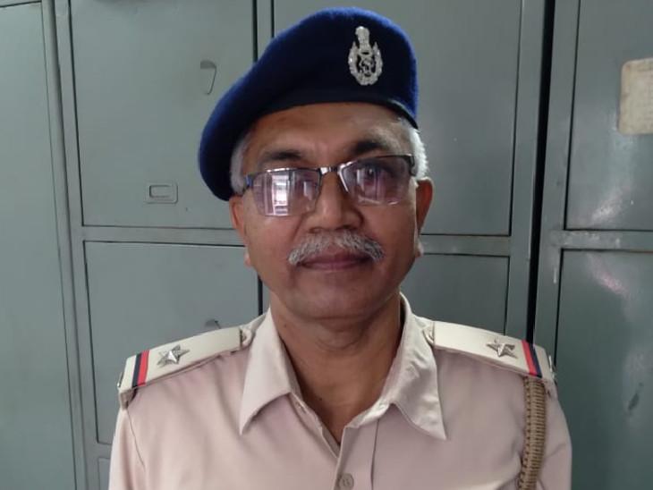વાડી પોલીસ સ્ટેશનના ASI પ્રફૂલચંદ્ર પરમાર - Divya Bhaskar