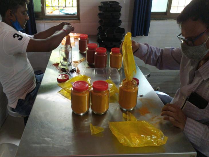 ફૂડ વિભાગની ટીમે હોસ્પિટલોની કેન્ટીનોમંથી નમૂના લીધા હતા - Divya Bhaskar