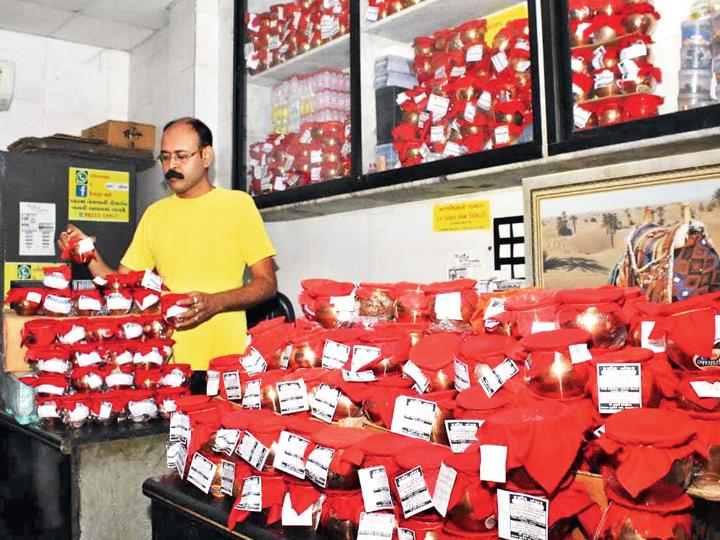 માર્ચથી લોકડાઉન શરૂ થયું ત્યારથી અત્યાર સુધીમાં 1500 જેટલા અસ્થિકુંભ ભેગા થઈ ગયા છે. - Divya Bhaskar