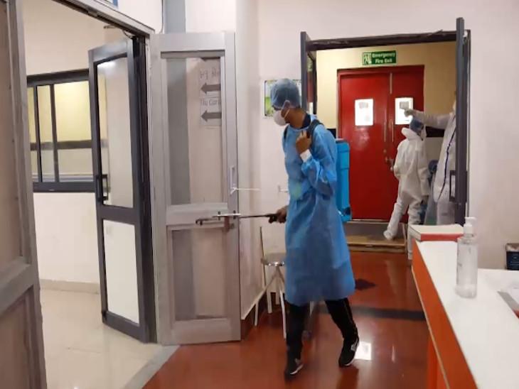 કોવિડ હોસ્પિટલને દરરોજ સેનેટાઈઝ કરવામાં આવે છે - Divya Bhaskar