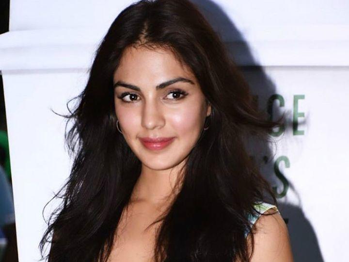 નાર્કોટિક્સ કંટ્રોલ બ્યુરોના અધિકારીઓના 55મા પ્રશ્નના જવાબમાં રિયાએ કહ્યું, 'હા, હું ડ્રગ્સ લેતી હતી' બોલિવૂડ,Bollywood - Divya Bhaskar
