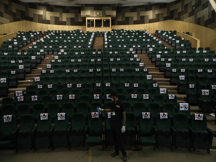 કોરોનાને લીધે મલ્ટિપ્લેક્સ, થિયેટરો પર પ્રતિબંધ છે પણ AMC બોર્ડની સભા ટાગોર હોલમાં યોજવાનું નાટક|અમદાવાદ,Ahmedabad - Divya Bhaskar