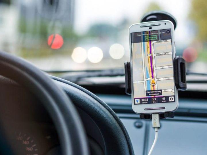 હવે ડ્રાઇવિંગ કરતી વખતે મેપ જોવા માટે મોબાઇલ ફોનનો ઉપયોગ કરી શકાશે, 1 ઓક્ટોબરથી નવા નિયમો લાગુ થશે|યુટિલિટી,Utility - Divya Bhaskar