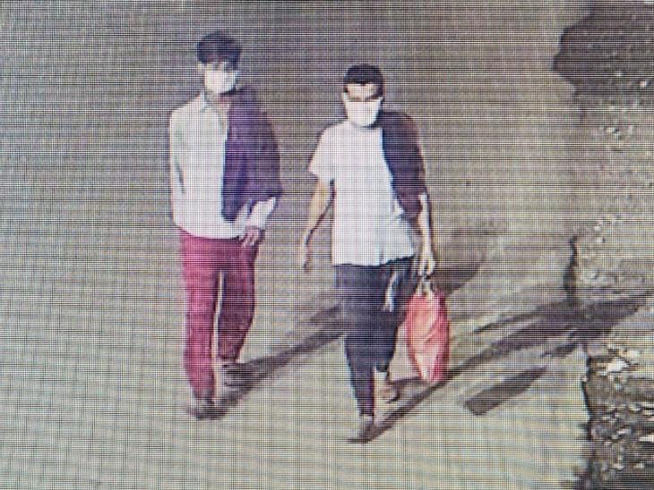 રિવરફ્રન્ટ પરના CCTV કેમેરામાં બંને કેદી દેખાયા. આ સમયે તેમના હાથમાં થેલી હતી - Divya Bhaskar