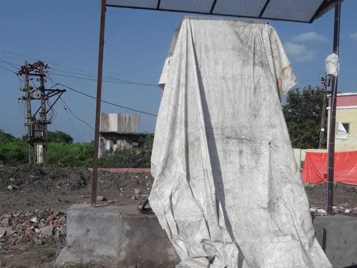 કડોદરા હાઈવે પર બાયોડીઝલ પંપના સંચાલકો બંધ કરી ભુગર્ભમાં ઉતરી ગયા હતા. - Divya Bhaskar