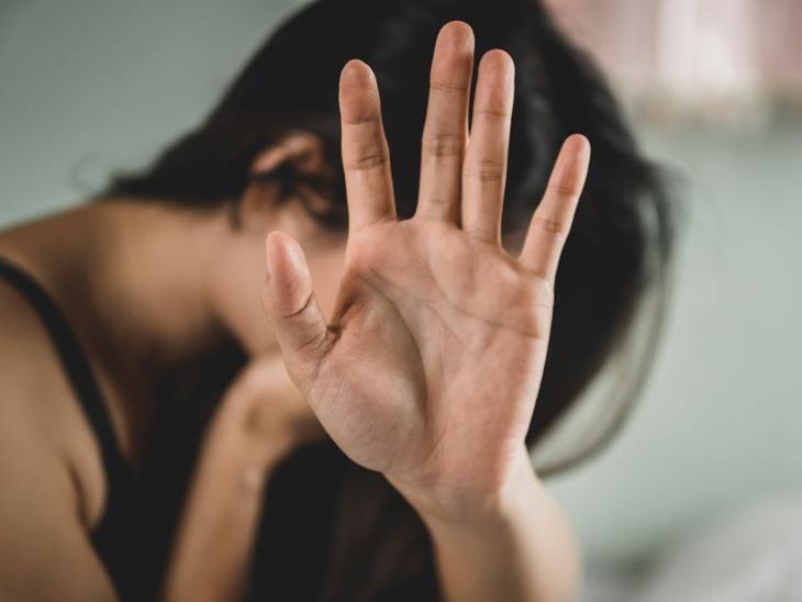 અમદાવાદમાં હ્રદયમાં કાણાં સાથેની દીકરીને જન્મ આપતા પતિએ પત્ની અને દીકરીને તરછોડ્યા, સાસરિયાઓએ દહેજ પેટે રૂ.5 લાખ માગી મારઝૂડ કરી અમદાવાદ,Ahmedabad - Divya Bhaskar