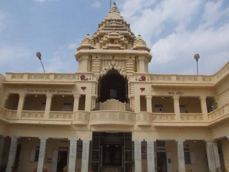 ગાંધીજી જે મકાનમાં રહેતા તે ત્રણ માળનું અને 22 રૂમનું મકાન આજે પણ અડીખમ ઉભું છે
