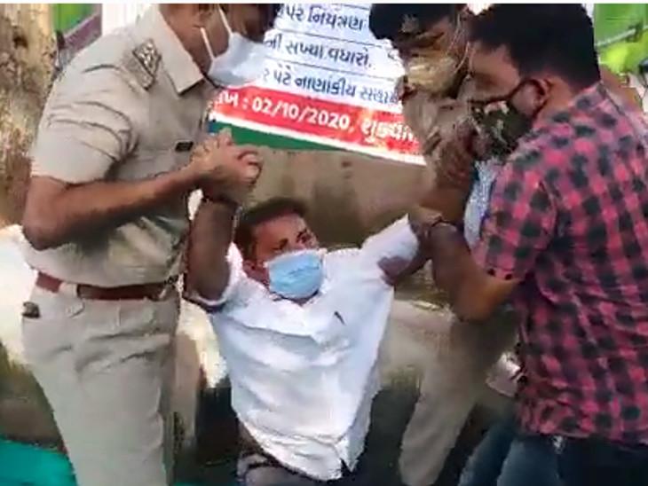 પોલીસે ટીંગાટોળી કરી ધાનાણીની અટકાયત કરી
