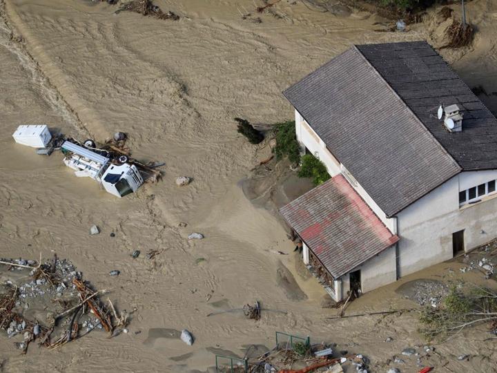 ફ્રાન્સમાં 12 કલાકમાં એક વર્ષ જેટલો વરસાદ, પૂરમાં 100થી વધુ ઘર તણાઈ ગયાં વર્લ્ડ,International - Divya Bhaskar