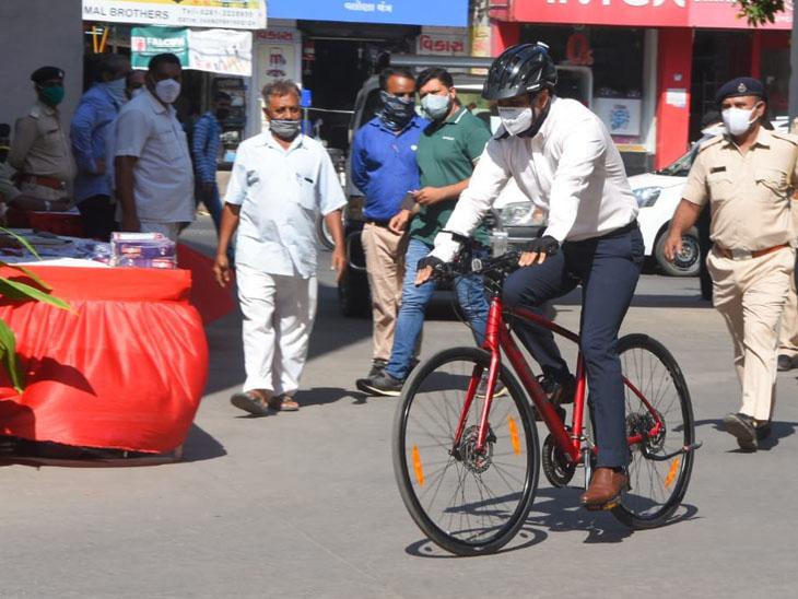મ્યુનિ. કમિશનર સહિતના અધિકારીઓ-કર્મચારીઓ સાઇકલ લઇ કચેરીએ પહોંચ્યા|રાજકોટ,Rajkot - Divya Bhaskar