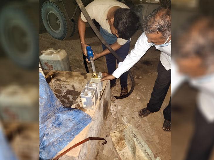ઝંખવાવ ગામે મામલતદાર રેડ કરી રૂ. 2,53,000નું બાયો ડિઝલ સીઝ|વાંકલ,Vankal - Divya Bhaskar