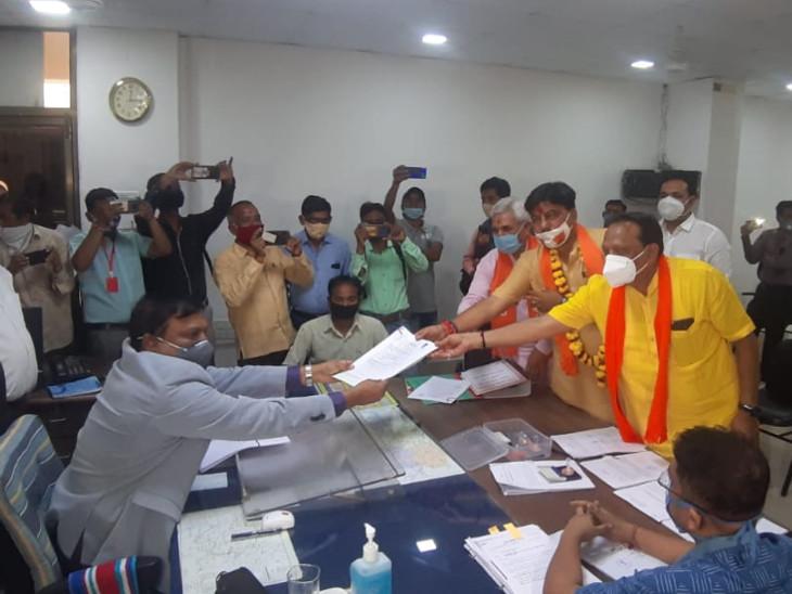 કરજણ બેઠકના ભાજપના ઉમેદવાર અક્ષય પટેલ આજે ઉમેદવારી ફોર્મ ભર્યું