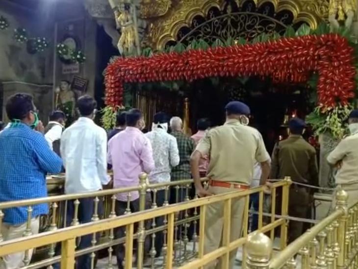 નવરાત્રિ દરમ્યાન અંબાજી મંદિરમાં માતાજીની સાથે જવારાની પણ આરતી કરવામાં આવે છે