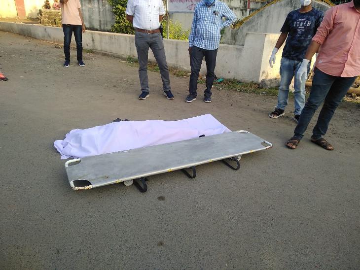 પોલીસ દ્વારા બંનેના મૃતદેહને પીએમ માટે હોસ્પિટલ ખસેડાયા