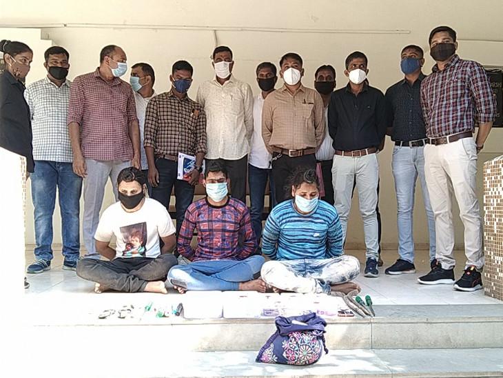 ભાવનગરમાં બંધ મકાનોને નિશાન બનાવી ચોરી કરતી ચીકલીકર ગેંગની મહિલા સહિત ચાર શખ્સો ઝડપાયા, 33 ઘરફોડ ચોરીનો ભેદ ઉકેલાયો|રાજકોટ,Rajkot - Divya Bhaskar