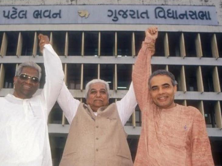 1995માં ગુજરાતમાં જ્યારે ભાજપનો વિજય થયો ત્યારે વિધાનસભાની બહાર કાશીરામ રાણા, કેશુભાઈ પટેલ અને નરેન્દ્ર મોદીએ વિજયી મુદ્રામાં તસવીર ખેંચાવી હતી.