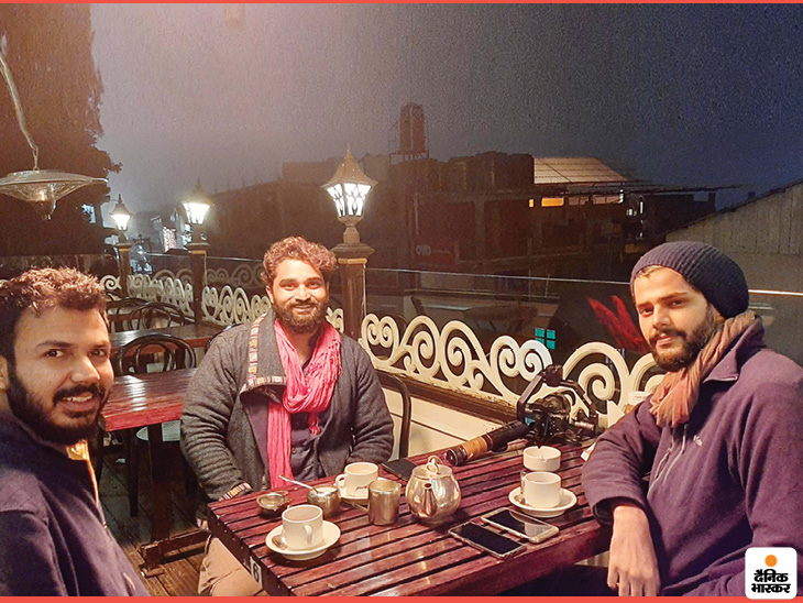 In 2015, the trio came to interview for a job as a track leader in a travel organization based in Rushikesh, during which the three friends met.