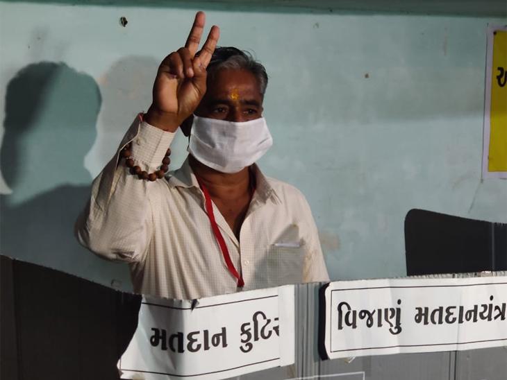 Abadsa candidate Pradyuman Singh Jadeja cast his vote.