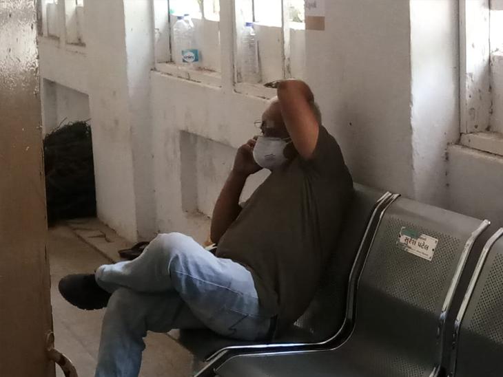 ફેકટરી ચલાવનાર હિતેશ સુતરિયા નારોલ પોલીસ સ્ટેશનમાં