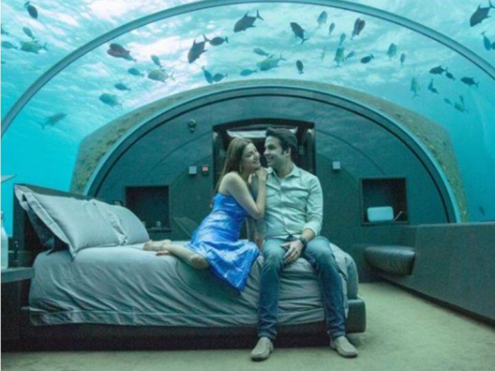 માલદીવ્સમાં અન્ડરવોટર રૂમમાં પતિ ગૌતમ સાથે રોમેન્ટિક અંદાજમાં દેખાઈ કાજલ અગ્રવાલ, વાઇરલ થયા ફોટોઝ બોલિવૂડ,Bollywood - Divya Bhaskar