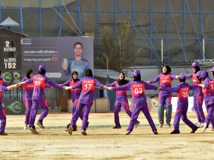 અફઘાનિસ્તાન 25 મહિલા ક્રિકેટરોને એક વર્ષનો સેન્ટ્રલ કોન્ટ્રાક્ટ આપશે, ટેસ્ટ સ્ટેટસવાળા દેશમાં એકમાત્ર આ મહિલા ટીમ નથી|ક્રિકેટ,Cricket - Divya Bhaskar